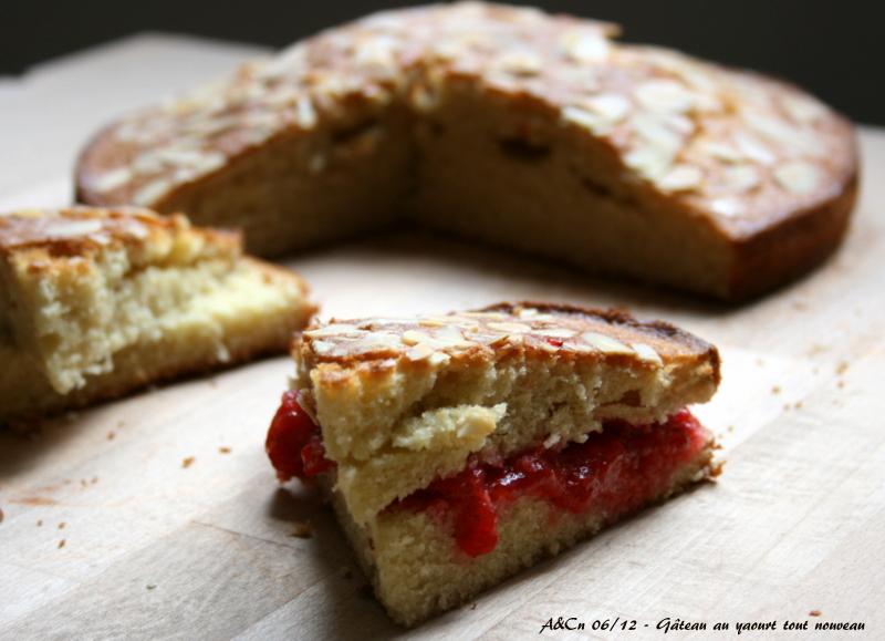 gâteau au yaourt amandes-eau de fleur d'oranger et compotée de