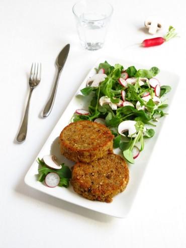 galettes de pain et salade de roquette et de mâche
