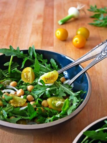Salade de roquette aux pois chiches, vinaigrette de citron confit au gingembre