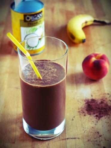 smoothie de récupéaration banane peche cacao lait de coco