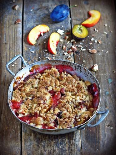 Crumble nectarines et prunes aux amandes