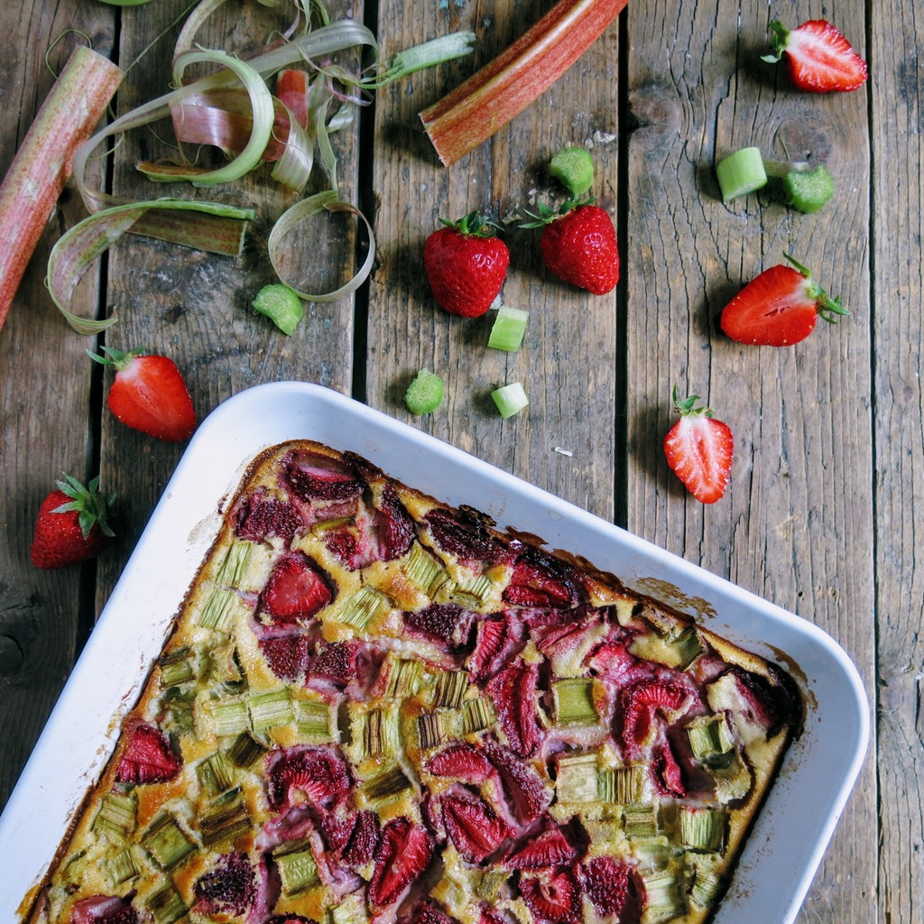 Clafoutis fraise et rhubarbe