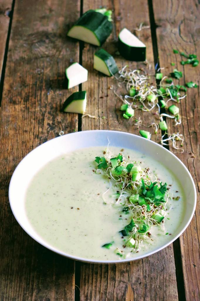 Soupe froide de courgette et tofu soyeux